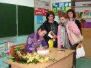 Tanya Valko podpisuje książki._1