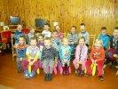 Grupa roześmianych przedszkolaków_1