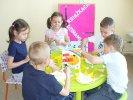 Dzieci robią słoneczko