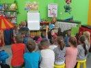 Dzieci z Przedszkola Miejskiego nr 11 słuchają bajki o warzywach_1
