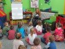 Przedszkolaki wysłuchały książki o Lenie i jej problemie_1