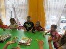 Dzieci wykonały motylka metodą origami_1