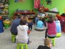 Uczniowie szkoły specjalnej dyskutują o pomaganiu innym_1