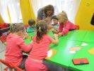 Po rozmowie dzieci wykonały swoje ilustracje do książki_1