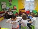 Z przedszkolakami z Czarodziejskiej Akademii czytaliśmy o zapachu mamy_1