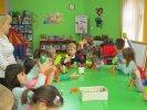 Na zakonczenie dzieci wykonały papierowe smoki_1