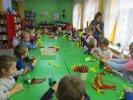 Przedszkolaki miały do wykonania smoka z bibuły i papieru_1