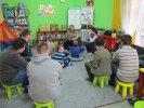 Uczestnicy spotkania wysłuchali opowiadania o rodzinie smoków_1