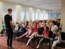 Dzieci musiały nie tylko słuchać, ale na przykład podnieść lewe ręce i nogi_1