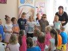 Dzieci wcieliły się w osoby pracujące nad książką_1