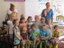 Na koniec przedszkolaki zrobiły sobie z panią Stanecką zdjęcie_1