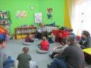 Uczniowie z Zespołu Szkół Specjalnych nr 5 słuchają opowiadania o Dniu Dziadka_1